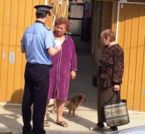 Dacă e marţi, poliţiştii vorbesc femeilor