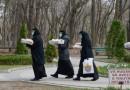 """Maicile de la Mănăstirea """"Sf. Pantelimon"""" – Lacu Sărat sprijină persoanele aflate în carantină"""
